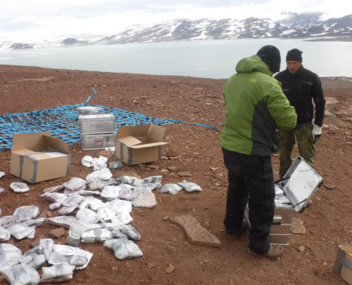 Fotografi fra nedpakningen af stenblokkene